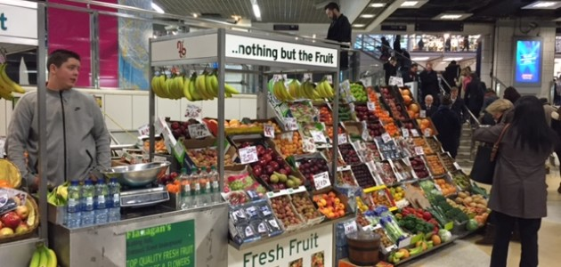 Fruit & veg pitch in Liverpool St Station